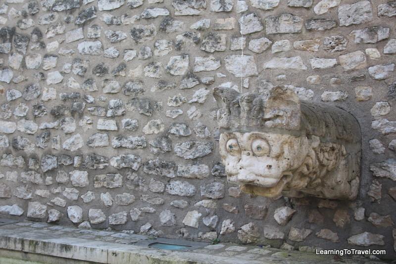 Fountain Head, Blois