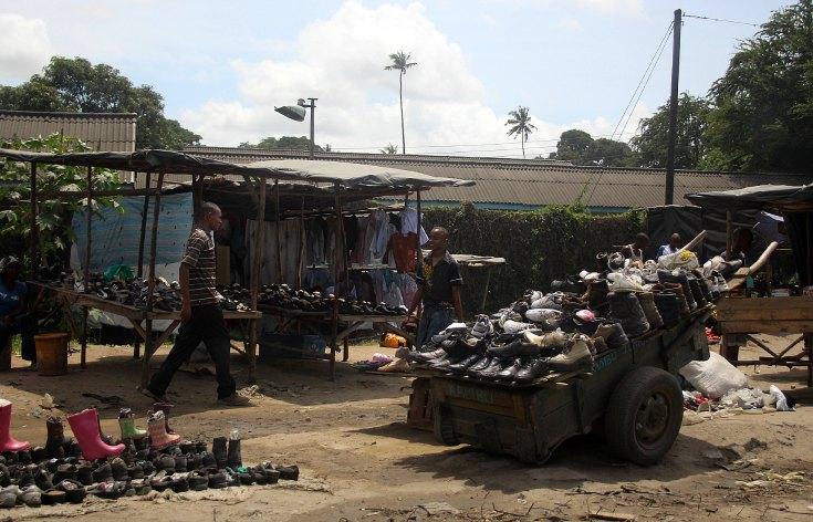 mombasa-kenya-roadside-shoe-stand